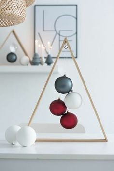 DIY Christmas decorations are fun projects to do with your family and friends. At the same time, DIY Christmas decorations … Modern Christmas Decor, Diy Christmas Decorations Easy, Wooden Christmas Trees, Noel Christmas, Xmas Crafts, First Christmas, Christmas Projects, Office Christmas, Christmas Candles