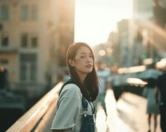 make up looks natural asian Girl Photography Poses, Film Photography, Street Portrait, Ulzzang Korean Girl, Outdoor Portraits, How To Pose, Aesthetic Girl, Photo Poses, How To Take Photos