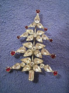 Vintage Signed Weiss Rhinestone Christmas Tree Pin Brooch...... This is a Weiss pretty pin.  B.