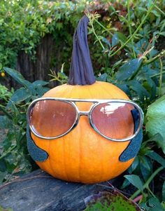 10 Ridiculously Silly Pumpkin Carving & Decorating Ideas