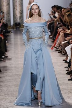 Elie Saab Spring Summer 2017 Haute Couture Collection - Share The Looks Style Haute Couture, Couture Fashion, Runway Fashion, High Fashion, Fashion Show, Spring Couture, Paris Fashion, Trendy Fashion, Style Fashion