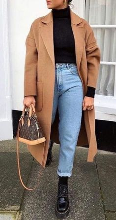 Kurze Mom Jeans und All Star Trendy street sty. - - Kurze Mom Jeans und All Star Trendy street style outfits and outfit ideas to step up your game this autumn. These fall 2018 street style looks are perfect for the streets of London! Winter Fashion Outfits, Fall Winter Outfits, Spring Outfits, Fashion Ideas, Casual Winter, Style Fashion, Winter Boots, Outfit Summer, Classic Fashion Outfits