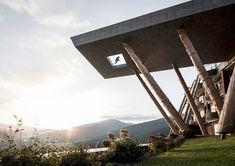 Отель в Альпах с парящим бассейном