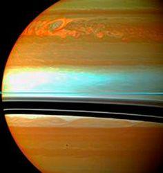 """""""Descubren que una supertormenta azota Saturno"""". Pulso Diario de San Luis. 29 OCT 2012."""