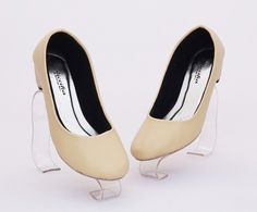 Sepatu heels cantik. Warna coklat muda. Heels 4 cm. Bahan kulit sintetis