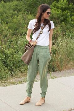 How to Make Sweatpants Look Chic – Glam Radar Road Trip Outfit, Casual Outfits, Summer Outfits, Loose Pants Outfit Summer, Look Fashion, Womens Fashion, Fashion Clothes, Sporty Fashion, Ski Fashion