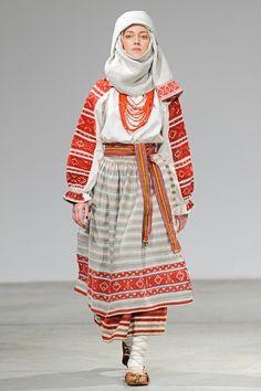 Photo et Vidéo    Ukrainian Fashion Week. Oksana Fedko · український народний  костюм 5fb8a0ca6b79d