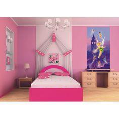 Avec cette jolie fresque en papier peint retrouvez le Fée Clochette et ses amies survolant la ville de Londres. C'est l'accessoire idéal des chambres et des salles de jeux pour les fans de Disney Fairies.