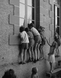 Ideas for vintage photography black and white robert doisneau Robert Doisneau, Black N White, Black White Photos, Black And White Photography, Old Pictures, Old Photos, Family Pictures, Kids Photography Boys, Black Kids