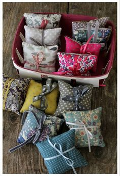 Little lavender bags Lavender Crafts, Lavender Bags, Lavender Sachets, Lavender Ideas, Small Sewing Projects, Sewing Crafts, Homemade Gifts, Diy Gifts, Sachet Bags