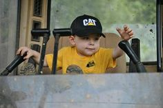 That's so what my boy Wd be doin Construction Humor, Caterpillar, Caption, My Boys, Tractors, Training, Awesome, Sexy, Photos