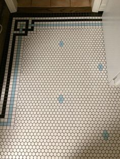 Just love this kitchen flooring. So satisfying. See more at the website; the mod. - Just love this kitchen flooring. So satisfying. See more at the website; the modern flooring, rusti - Hex Tile, Penny Tile, Mosaic Tiles, Tiling, Kitchen Floor Tile Patterns, Bathroom Floor Tiles, Bathroom Tile Patterns, Linoleum Flooring Bathroom, Kitchen Floor Tiles
