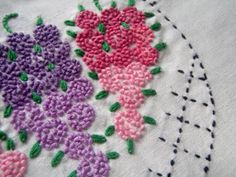 Lazy Daisies and French Knots - gorgeous!  :)