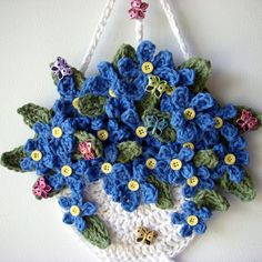Crochet hanging basket flowers, wall hanging, my own design, no pattern, by Jerre Lollman