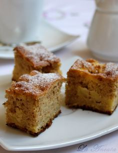 Astazi v-am adus o prajitura simpla, cu aroma de toamna, numai buna de savurat langa o cafea.