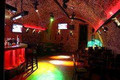Aranżacja oświetlenia pozwala swobodnie stymulować klimatem i charakterem wnętrza. Główna sala klubu może łatwo przeistoczyć się w salę taneczną i rozrywkową.Aranżacja oświetlenia pozwala swobodnie stymulować klimatem i charakterem wnętrza. Główna […]