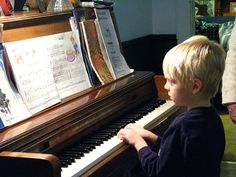 Providing piano lessons for all grades in Singapore. Quality and reliable piano teacher in all districts.