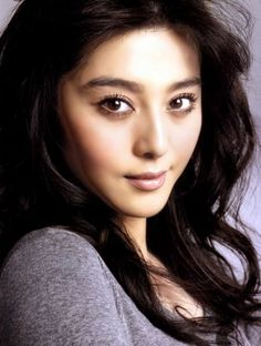 My new lady crush, fan bingbing.  This Chinese actress has some amazing red carpet looks, including makeup.  I love this natural look here