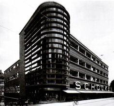 Erich Mendelsohn. Schacken Department Store in Stuttgart, 1926-1928