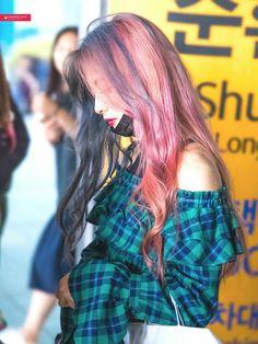 Cute Girls, Cool Girl, Pop Hair, K Idols, South Korean Girls, Hair Goals, Kpop Girls, Girl Group, Long Hair Styles