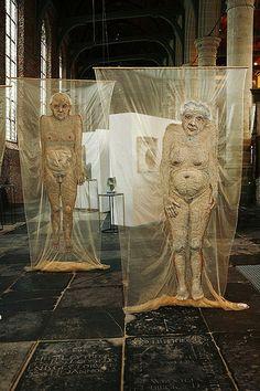 """Mieke Werners. Voor haar project """"van oude mensen..."""". Van 16 juni t/m 24 juli te zien in Galerie ZeeUwArt in Renesse"""