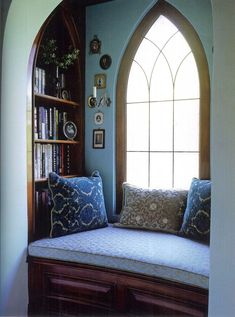 this reading nook. a window seat with an incredible window! Cozy Nook, Cozy Corner, Might Night, Interior Exterior, Interior Design, Luxury Interior, Cozy Place, My Dream Home, Small Spaces