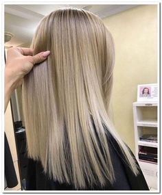 The 74 Hottest Blonde Hair Looks to Copy This Summer Balayage Straight Hair, Blonde Balayage, Brown Blonde Hair, Darker Blonde, Straight Hairstyles, Pretty Hairstyles, Quick Hairstyles, Hair Highlights, Gorgeous Hair