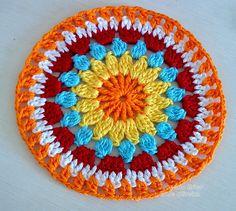 Weaving Arts in Crochet: Cover w / stool Redondo! Boho Crochet Patterns, Crochet Mandala Pattern, Crochet Circles, Crochet Motifs, Crochet Potholders, Crochet Blocks, Crochet Art, Weaving Patterns, Crochet Squares