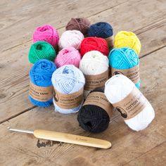 Skeins of cotton yarn in 14 different colours. In stores now. Price DKK 2,98 / SEK 3,98 / NOK 4,48 / EUR 0,42 / ISK 79 #grenecollection #grenekollektion #sostrenegrene #søstrenegrene – sostrenegrene.com