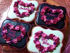 Valentine Heart Wreath Cookies - Cake by Hiromi Greer Valentine Desserts, Valentines Day Cookies, Sweet Desserts, Holiday Cookies, Valentine Heart, Valentine's Day Sugar Cookies, Heart Cookies, Cupcakes, Cupcake Cookies