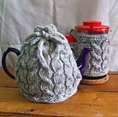 Cabled tea cosy and cafetiere by Ruth Churchman on Ravelry. Free pattern