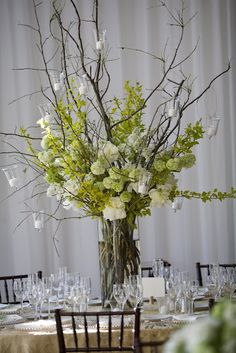 Twigs with hanging candles Wedding Centerpieces, Wedding Decorations, Table Decorations, Branch Centerpieces, Centrepieces, Floral Wedding, Wedding Flowers, Rama Seca, Hanging Candles