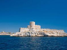 Dans la rade de Marseille, on cabote d'île en île