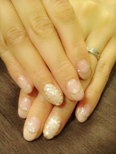 Pink beige nail with shell chips