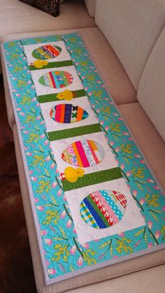 Easter Tablerunner - Ramblings of a quilter