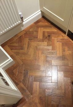 vinyl flooring Karndean Art select colour Auburn oak in parquet formation with a border Karndean Design Flooring, Oak Parquet Flooring, Vinyl Flooring Kitchen, Hall Flooring, Wooden Flooring, Hardwood Floors, Parque Flooring, Kitchen Vinyl, Diy Flooring