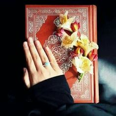 Learn Quran Academy is a platform where to Read Online Tafseer with Tajweed in USA. Best Online tutor are available for your kids to teach Quran on skype. Quran Tafseer, Quran Book, Ramadan, Quran Sharif, Online Quran, Muslim Beauty, Coran Islam, Allah God, Love In Islam