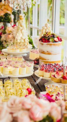 ideas for bridal brunch buffet dessert tables Buffet Dessert, Brunch Buffet, Dessert Bars, Dessert Catering, Pink Dessert Tables, Catering Buffet, Dessert Table Birthday, Food Buffet, Breakfast Buffet