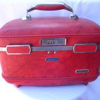 Vintage Escort American RED Marbled Leather Train Case Cosmetic Luggage; no keys or combination available; inside clean, really cute  DESIGNER: American; Escort Marked SIZE: as shown  Material: metal, leather, vinyl Condition: Great Vintage Condition  Additional belts are available if you ... Train Case, Vintage Handbags, Indie Brands, Belts, Cosmetics, American, Metal, Cute, Red