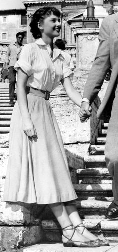 Audrey Hepburn as Ann setting off from the Spanish Steps to spend a day in Rome with Gregory Peck's Character Joe.