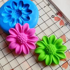 Chrysanthemum 21mm Flexible Silicone Mold DIY Jewelry Earrings Polymer Clay Fimo Flower Cabochon Cupcake Topper Fondant Gumpaste Mold MD579