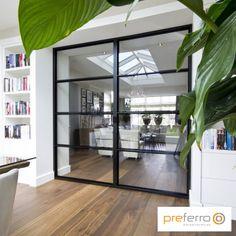 Stalen schuifdeur in woonkamer Room Deviders, Steel Doors And Windows, Berlin Apartment, Interior Decorating, Interior Design, Living Room Interior, New Homes, House Design, Home Decor