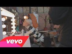 """Veja os bastidores do clipe de """"Poison"""", novo single de Rita Ora #Cantora, #Clipe, #Lançamento, #Música, #Novo, #NovoSingle, #Single http://popzone.tv/veja-os-bastidores-do-clipe-de-poison-novo-single-de-rita-ora/"""