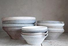 Bissa G Segerson Pottery Bowls, Ceramic Pottery, Ceramic Art, Vintage Props, Serving Utensils, Ceramic Tableware, Plates And Bowls, Slow Living, Simple Shapes