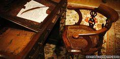 Charles Dickens' writing desk)