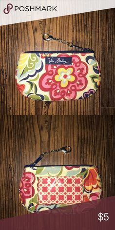 Vera Bradley Hope Garden zip ID and coin purse coin purse with lobster claw clasp and clear ID pocket. Key Card Holder, Fashion Design, Fashion Tips, Fashion Trends, Vera Bradley, Coin Purse, Pocket, Zip, Garden