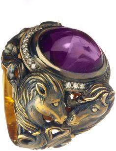 Queensbee - Horse Year Ring