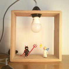 Lampe étagère pour enfant, en bois massif à suspendre ou à poser. Ange et diable playmobil