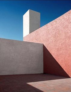 Architecture, geometry and shadows