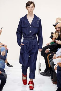 See the complete J.W.Anderson Spring 2016 Menswear collection.